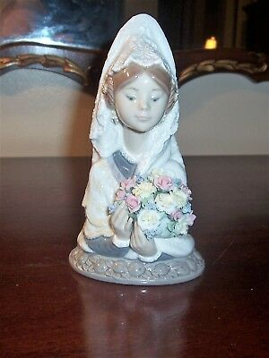 Lladro #5669 Porcelain Girl Figurine w/Flowers Hand Made in Spain