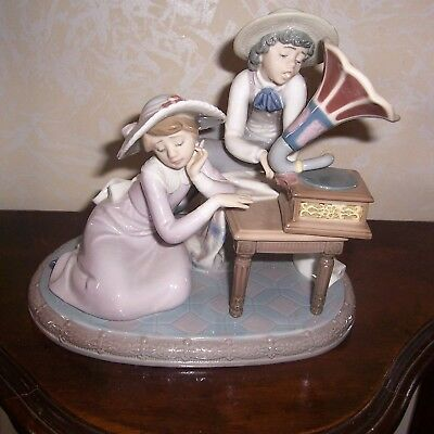 "Lladro Figurine ""Music Time"" #5430 Retired-CHILDREN LISTENING TO GRAMAPHONE"