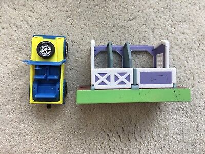 Breyer Horse Mini Whinnies Accessory Lot Barn Stable Truck Jeep