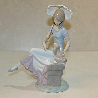 "Lladro Figurine, 7612 Picture Perfect, 8.75""H - $350 V  w/Box"