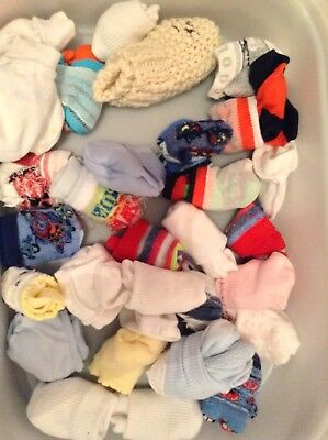 job lot of unisex socks and scratch mitts