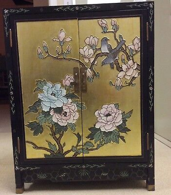 chinese furniture, gold foil hand engraved and painted wooden lacquered cabinet