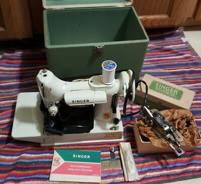 Singer Featherweight Portable Sewing Machine Model 221K White/Green Buttonhole