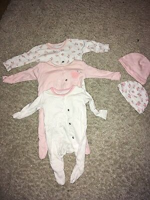 LARGE BUNDLE OUTFITSFor Newborn baby girl, Very Good Condition.