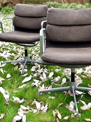 Charles Eames Aluminium Group 2 x original swivel chairs Herman Miller 938-138