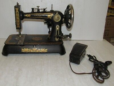 Vintage R.H Macy & Co. Style 7 Sewing Machine