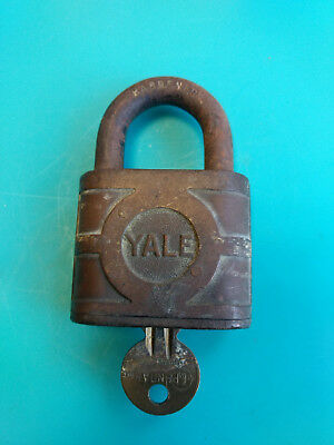 Old Vtg Collectible Cast Iron Yale & Towne Co. Padlock Lock With Key Made In USA