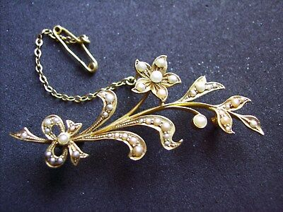 15ct GOLD VICTORIAN BROOCH IN FORM OF FLOWER AND LEAVES.SCRAP GOLD