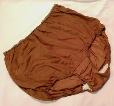 Vtg MONTGOMERY WARD PURE LUXURY BROWN NYLON BRIEF PANTIES PILLOW TAB SIZE 8