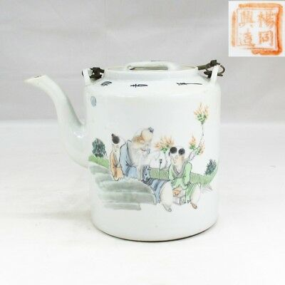 A079: Chinese tea pot of porcelain of popular FUNSAI style with appropriate work