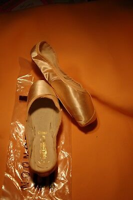 """FREED Pointe Shoes CLASSIC 