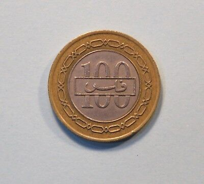 1992 Bahrain 100 Fils AH 1412 Bi Metallic World Coin KM20 Coat of Arms Chain