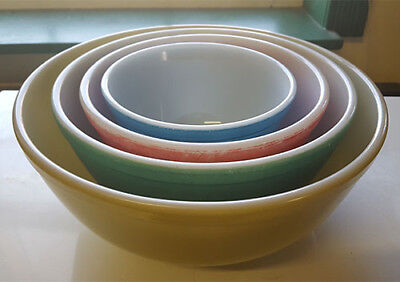 Set of (4) Vintage 1940s Pyrex Nesting Primary Colors Glass Mixing Bowls NR yqz