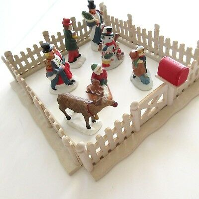 Figurines People Christmas Holiday Villages  4 Fence Gates 7 Mixed Accessories