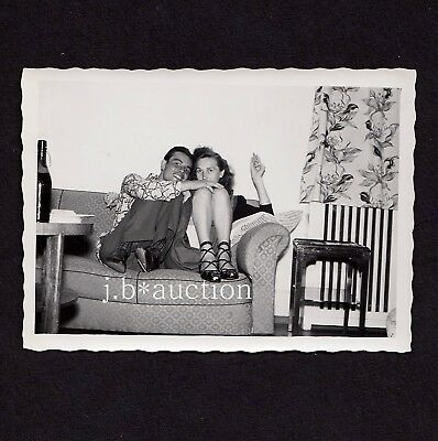 YOUNG COUPLE HUGGING ON SOFA / UPSKIRT / JUNGES PAAR * 50s Vintage