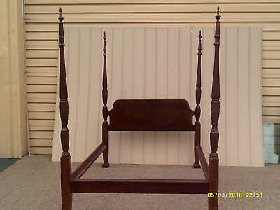 59124 Queen Size Mahogany Poster Bed w/ rails