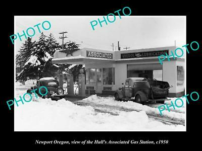 OLD LARGE HISTORIC PHOTO OF NEWPORT OREGON, THE HULLS SERVICE STATION c1950