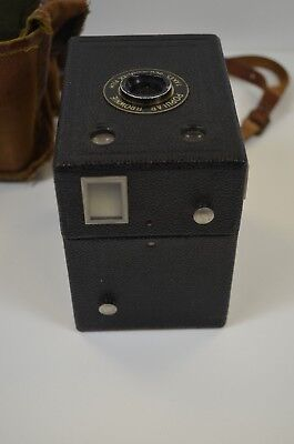 VINTAGE Kodak Brownie Camera superb collectors item with bag and strap 412NEW
