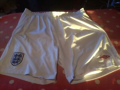 "UMBRO ENGLAND LEISURE SHORTS SIZE MEDIUM. TO FIT 36""/90cm WAIST"