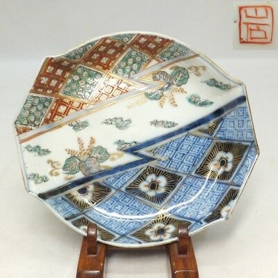 B040: Japanese OLD IMARI colored porcelain plate of good form with fine painting