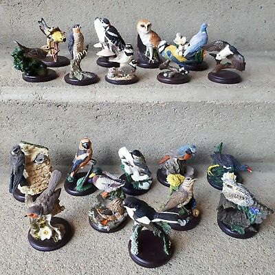 LOT 19 statuettes OISEAUX COLLECTION THE COUNTRY BIRD COLLECTION  + 19 LIVRETS