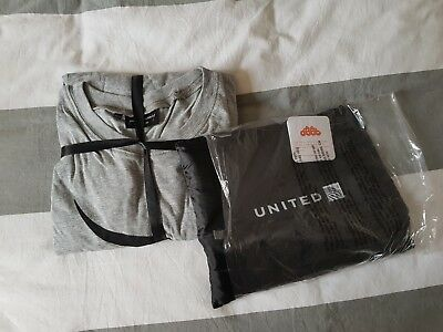 United Airlines packing cells & Qantas Business Class pajamas pjs