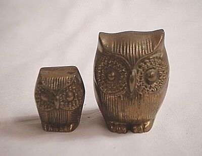 Old Vintage Pair of Solid Brass Ribbed Sitting Owl Figurines Shadowbox Shelf b