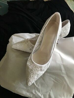 White Lace Sheer Embroidered Mesh Bridal Pointed Toe Shoes Low Heels Size 8.5