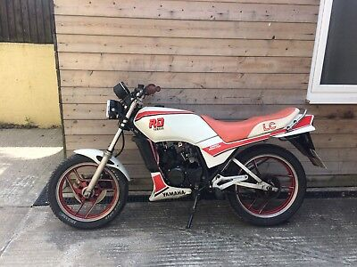YAMAHA RD125LC 1986 RED AND WHITEj