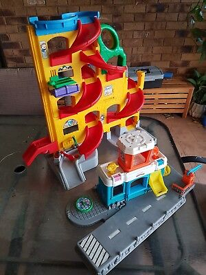 Fisher Price Little People Garage in Good Condition