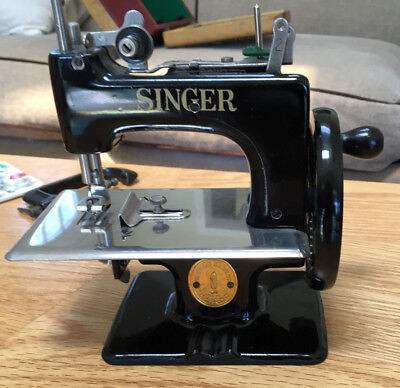 Vintage Singer Sewhandy Model 20 Childs Sewing Machine Toy Antique