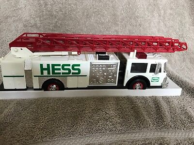 1989 Hess Toy Fire Truck with Dual Sound Siren In original box