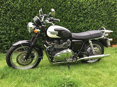 Triumph Bonneville T100 Efi 2009 Black Cream Only 2400 Miles