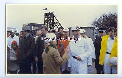 r2579 - Prince Charles visits the Wheal Concord Tin Mine, in Truro - postcard