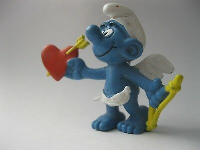 SMURF PLAYS CUPID stamped 1981 Peyo Schleich solid plastic figurine about 2 inch