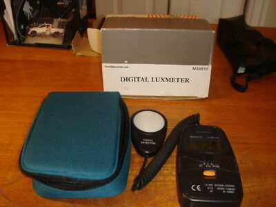 Circuit Specialists MS6610 Digital Luxmeter With Case