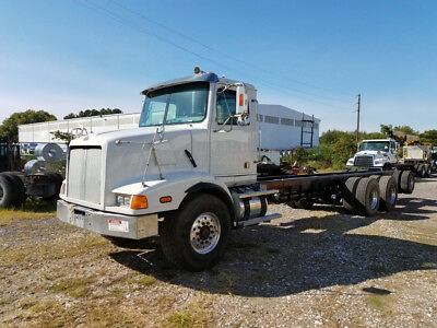 Concrete forms rig-: 2004 Western Star with Fassi F425 Knuckleboom