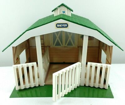 Breyer Ponies Green Barn #7010 contains 3 stalls