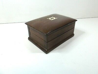 Vintage solid wooden trinket box with inlaid motiff