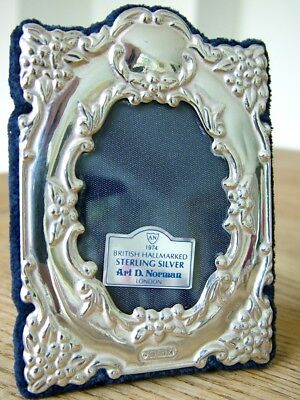 "SMALL 2"" X 1.5"" OVAL hm1997 SOLID SILVER PHOTO PICTURE FRAME BOXED ARI NORMAN NR"
