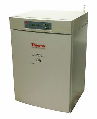 THERMO SCIENTIFIC FORMA SERIES II 3130 WATER JACKETED CO2 INCUBATOR 6.5cu.ft