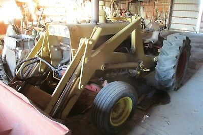Case 530D tractor with loader, deisel motor, new rear tires, strong hydralics