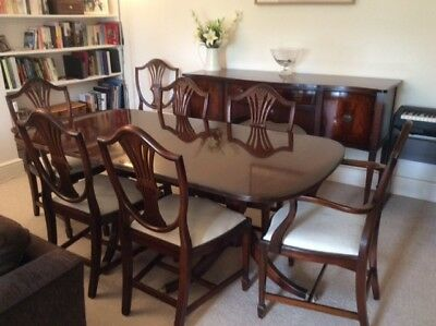 Mahogany dining table and 8 chairs, high quality reproduction Georgian style