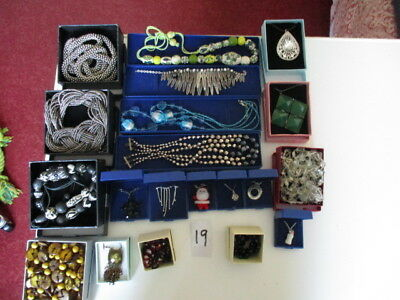 joblot of 20 boxed jewellery [ 19 ] last one, these are better than the photo