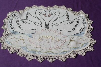 VINTAGE LARGE DOILY Cream Linen  Embroidered & Crocheted 44x33cm #201