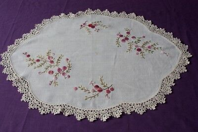 VINTAGE LARGE DOILY Cream Linen  Embroidered & Crocheted 49x37cm #199