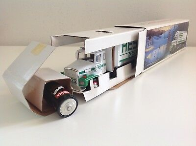 """1987 Hess Truck """"the First White Tanker""""  W/ 3 Oil Drums Labeled Hess  Mint Cond"""