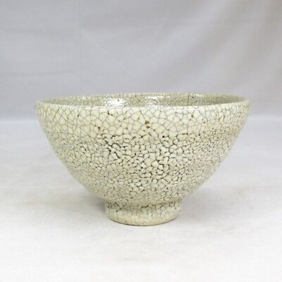 B908: Korean tea bowl of pottery of appropriate style of glaze of Joseon style