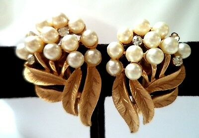 "Stunning Vintage Estate Signed Crown Trifari Flower 1 1/8"" Clip Earrings!! 9768J"