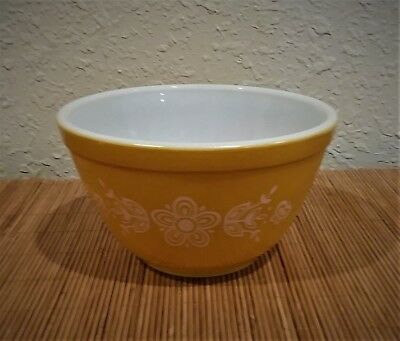 VINTAGE 750 ml PYREX BUTTERFLY GOLD white 401 Nesting MIXING BOWL 1 1/2 PINT